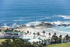 Podpalany hotel, obozy Trzymać na dystans, Południowa Afryka Fotografia Royalty Free