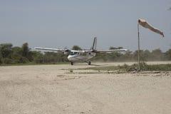 Podpierający samolot, Serengeti, Tanzania Zdjęcia Stock