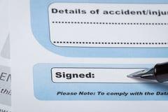 Podpisu pole na dokumencie z piórem i podpisującym tutaj; dokument ja obraz stock