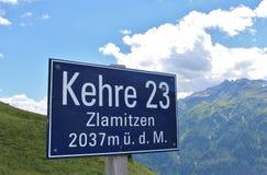 Podpisuje przy wysoką Alpejską drogą Grossglockner Zdjęcia Stock