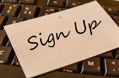 Podpisuje Up pojęcie na klawiatury notatce zdjęcie royalty free