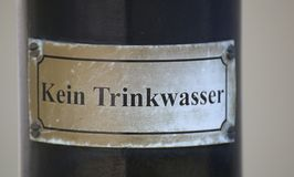 Podpisuje wewnątrz Niemcy, mówić: Żadny woda pitna Zdjęcia Stock
