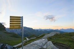 Podpisuje wewnątrz Włoskie góry obraz stock