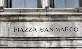 Podpisuje wewnątrz Wenecja piazza SAN MARCO który znaczy Świątobliwego Mark kwadrat wewnątrz zdjęcie stock