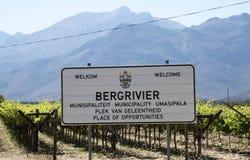 Podpisuje wewnątrz winnicy Bergrivier południe - afrykanin Zdjęcie Stock
