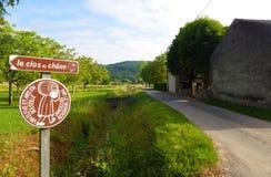 Podpisuje wewnątrz wina robić okręgu, Francja Zdjęcia Royalty Free