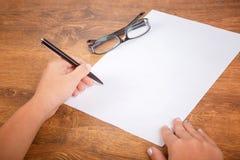 Podpisywanie kontrakt z kopii przestrzenią Obraz Stock