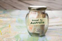 Podróż Australia - pieniądze mapa samochodowa i słój obraz royalty free