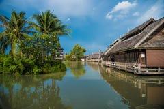Podróż i zakupy w Pattaya rynku cztery Spławowych regionach zdjęcia stock