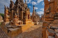 Podróż przez Buddyjskich świątyni Inle jezioro Zdjęcia Stock