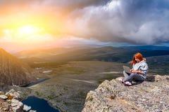 Podróż stylu życia i przetrwania pojęcia tylni widok zdjęcie royalty free