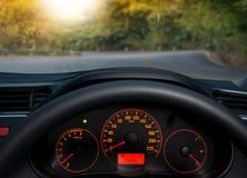 Podróż w samochodzie bell świątecznej element projektu kierownica wśrodku a Zdjęcia Royalty Free