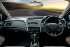 Podróż w samochodzie bell świątecznej element projektu kierownica wśrodku a Obrazy Royalty Free