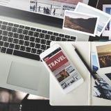 Podróż wakacje wakacje laptopu technologii Podróżny pojęcie zdjęcia stock
