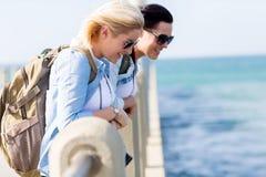 Podróżnicy wyrzucać na brzeg molo Obraz Royalty Free