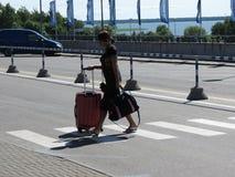 Podróżnik przy lotniskiem Obraz Stock