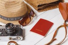 Podróżnik rzeczy wakacje podróży akcesoriów wakacje podróżowania materiału wyposażenia tła Długi Weekendowy pojęcie Obrazy Stock