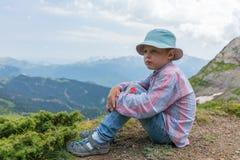 Podróżnik w Panama jest odpoczynkowy na wierzchołku góra zdjęcia royalty free