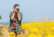 Podróżuje Jeju wyspa, korea południowa, młoda dziewczyna turysty spacery na wiosna dniu Podr?? Azja zdjęcia royalty free