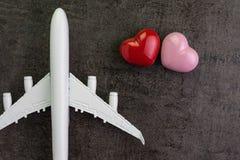 Podróżuje kochanka, miesiąc miodowy wycieczki ro valentine ` s prezenta pojęcie zabawką Obrazy Royalty Free