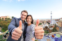 Podróżuje pary szczęśliwej w Parkowym Guell, Barcelona Zdjęcie Stock