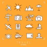 Podróży i wakacje ikony ustawiać na pomarańczowym tle ilustracja wektor