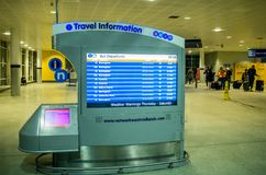 Podróży informacji ekran przy Birmingham lotniskiem zdjęcie stock