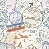 Podróży lub lotniczej poczta grunge pieczątki ustawiają, bezszwowy wzór royalty ilustracja