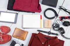Podróży pojęcie - notepad, pastylka komputer osobisty, odziewa, hełmofony, kamera Zdjęcie Royalty Free