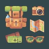 Podróży rzeczy set Turystyczny plecak, kamera, miasto mapa, płascy bilety i okulary przeciwsłoneczni, ilustracja wektor