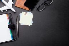 Podróży służbowej pojęcie Akcesoria na biurko stole obrazy stock