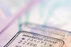 Podróży tło z Paszportowym Imigracyjnym wiza znaczkiem fotografia stock
