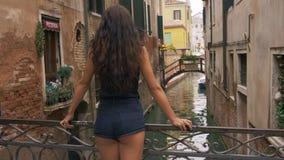 Podróży turystyczna kobieta w Wenecja, Włochy zbiory wideo