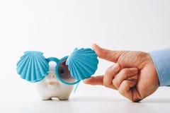 Podróży ubezpieczenia pojęcie biznesowa asekuracyjnego agenta ręka w gestur Zdjęcie Royalty Free