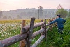 Podróż fotograf bierze krajobrazów obrazki Obrazy Stock