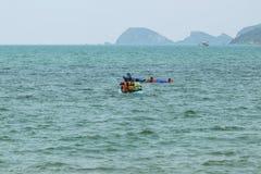 Podróżnicy kajakuje na morzu Obraz Stock
