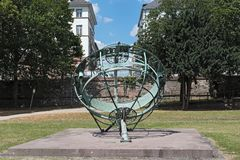 Podrównikowy sundial na brzeg rzeki, Frankfurt magistrala, Germany - Am - obraz royalty free