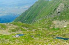 Podragu湖和小屋, Fagaras山,在Moldoveanu峰顶附近,特兰西瓦尼亚,锡比乌县,罗马尼亚 免版税库存照片