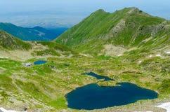 Podragu sjö och cabana, Fagaras berg, nära det Moldoveanu maximumet, Transylvania, Sibiu County, Rumänien Arkivfoto