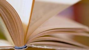 Podrzucać strony książka zbiory