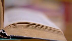 Podrzucać strony książka zdjęcie wideo