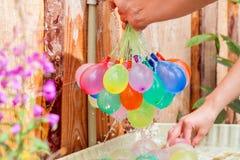 Podsadzkowi kolorowi wodni balony zdjęcia stock