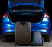 Podsadzkowy nowożytny samochodowy bagażnik z torbami zdjęcia royalty free