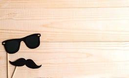 Podstawa dla sztandaru z wąsów szkłami dla fotografii i wsparciami Rama dla teksta z papierowym wąsy i szkłami Rama dla dzieci obrazy stock