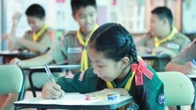 Podstawowi ucznie są Próbnym lekcją