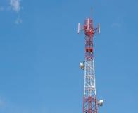 podstawowy błękitny telefon komórkowy nieba staci telekomunikacj wierza Zdjęcie Stock