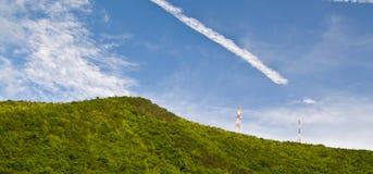 podstawowy błękitny telefon komórkowy nieba staci telekomunikacj wierza Zdjęcie Royalty Free