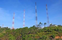 podstawowy błękitny telefon komórkowy nieba staci telekomunikacj wierza Fotografia Royalty Free