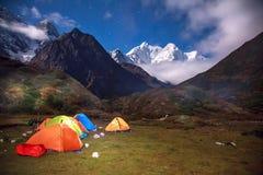 Podstawowy obóz pod Mt MaKaLu w Tybet przy nocą Obrazy Royalty Free