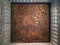 Podsufitowa dekoracja przy Nasrid pałac, Alhambra, Andalucia, Hiszpania Obrazy Royalty Free